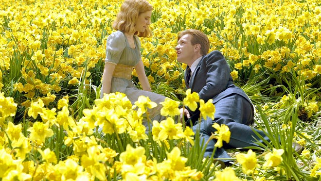 BF-229 ? Sandra (Alison Lohman) and Edward (Ewan McGregor) are young and in love in Columbia Pictures? fantasy-rich family drama Big Fish, directed by Tim Burton.       Photo credit: Zade Rosenthal