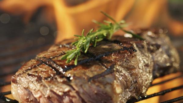 No more steaks. Lone Star Steakhouse in New Castle has closed; equipment is being sold online on Thursday.