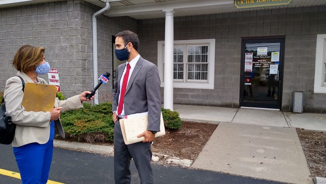 13WHAM Reporter Jane Flasch interviews Yates County District Attorney Todd Casella outside of Victor Town Court. Casella addressed questions regarding Assemblyman Brian Kolb's DWI charge, including the upcoming hearing to determine the admissability of the field sobriety test. Casella also noted that the arresting officers will also be present to testify.