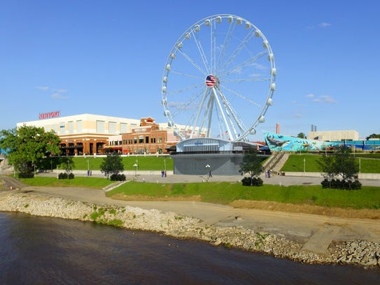 A rendering of the planned SkyWheel Newport at Newport