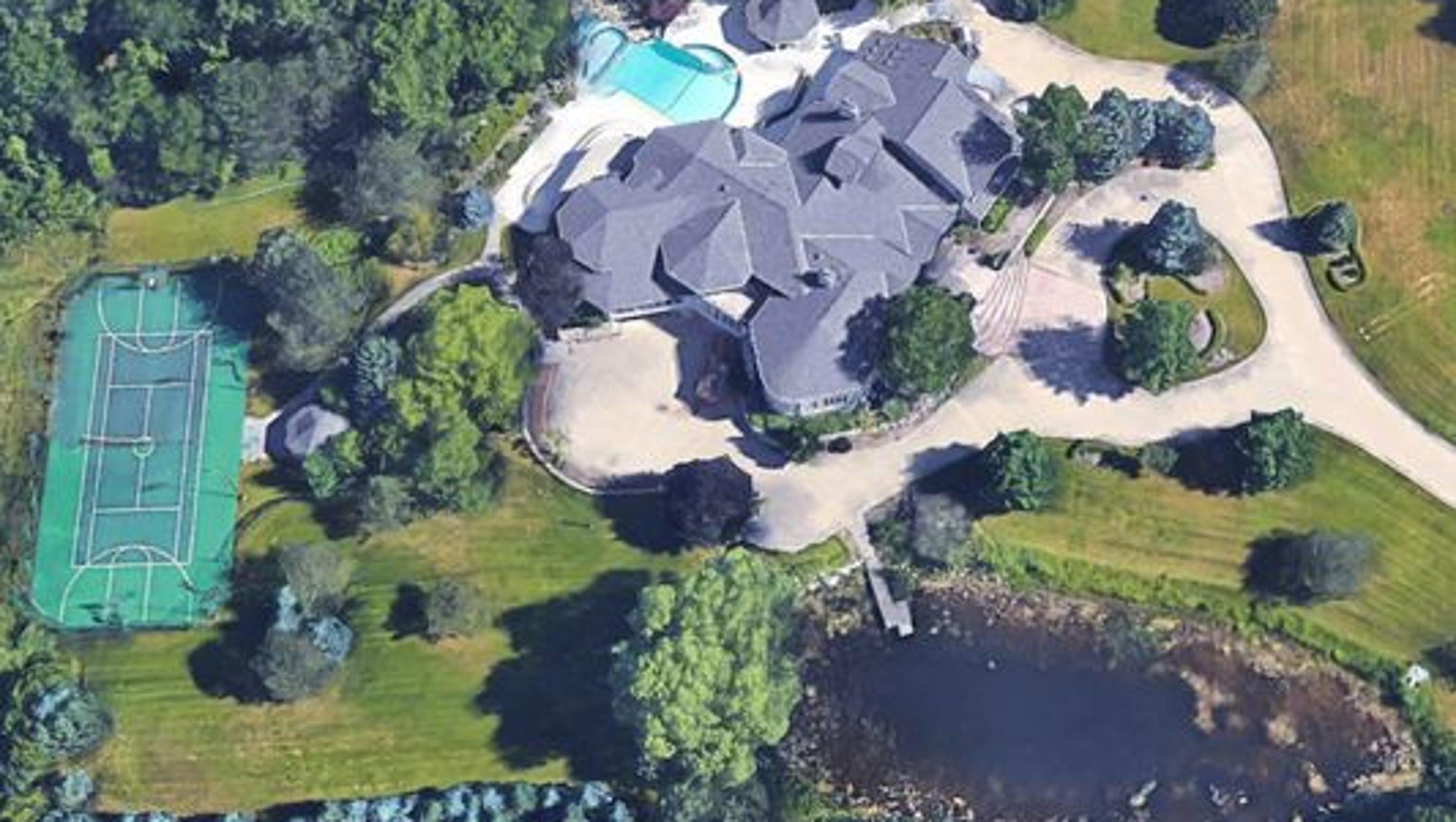 Eminem S Rochester Hills Mansion Sells For 1 9m