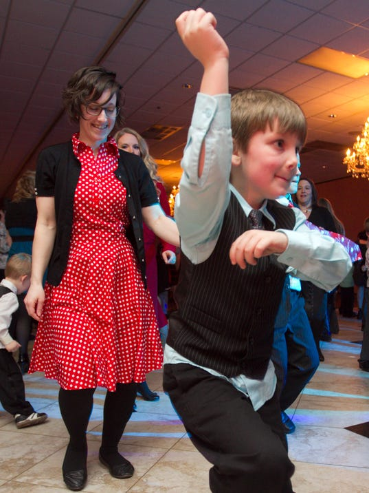 Mom son dance_02.jpg