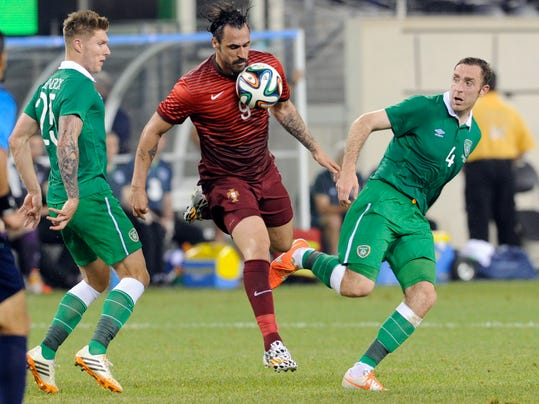 Portugal's Hugo Almeida (9) controls the ball between Republic of Ireland's Jeff Hendrick, left, and Richard Keogh, right, during the first half of an international friendly soccer match Tuesday, June 10, 2014, in East Rutherford, N.J. (AP Photo/Bill Kostroun)
