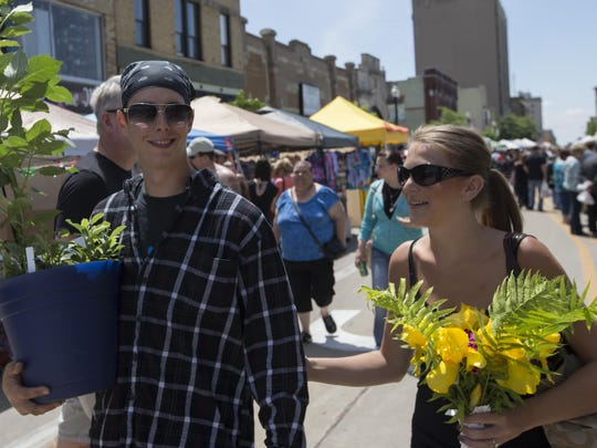 JEANNETTE MERTEN/FOR OSHKOSH NORwestern MediaDavid Lautenschlager and Shelby Milock carry their purchases from the Oshkosh Saturday Farmers Market on opening day of the summer/outdoor event on June 6. The Oshkosh Farmers Market is also holding a Wednesday market in South park through Sept. 30. photos by JEANNETTE MERTEN/FOR OSHKOSH NORTHWESTERN MEDIADavid Lautenschlager and Shelby Milock carry their purchases from the Oshkosh Saturday Farmers Market on opening day of the summer/outdoor event on June 6. David Lautenschlager and Shelby Milock carry their purchases from the Oshkosh Farmer's Market June 6, 2015.