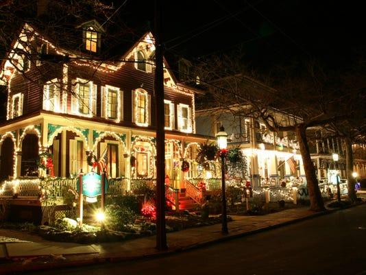 636166391601102698-christmas-street-photo-crop.jpg