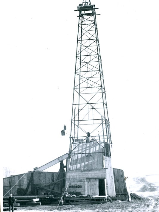 #1 Oil Well near Gibbsville.jpg