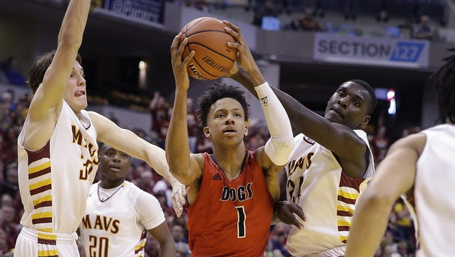 New Albany Bulldogs Romeo Langford (1) is almost triple-teamed during the Class 4A boys basketball state final game Mar 26, 2016, at Bankers Life Fieldhouse.