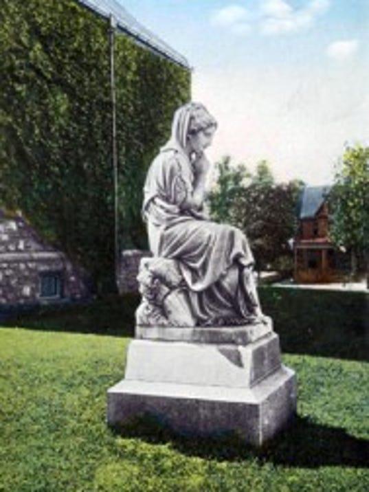 111311-sub-statue