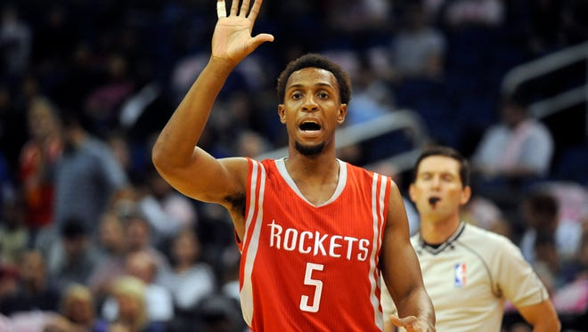 Ish Smith played with the Rockets in the preseason.