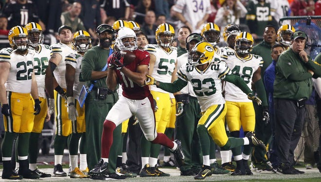 Arizona Cardinals' Larry Fitzgerald makes a catch against the Green Bay Packers in the first half during the NFC Divisional Playoffs on Jan. 16, 2016 in Glendale, Ariz.