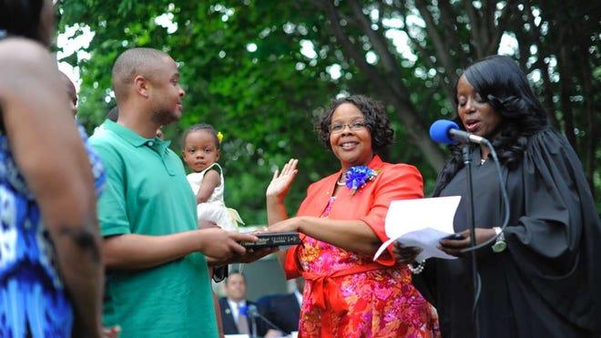 Lizette Parker is sworn in by Judge Karen Brown as mayor of Teaneck in 2014.