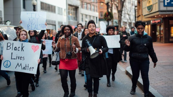 Students take to the streets of Boston to show Black Lives Matter. (Photo by Nydia Hartono)