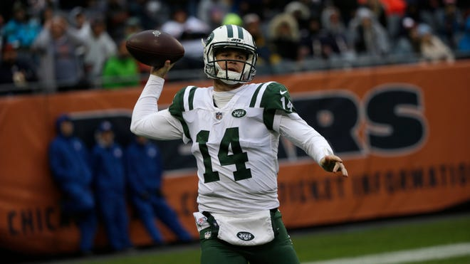Despite the loss, Sam Darnold and the Jets didn't commit a turnover for the first time all season. (David Banks-AP)