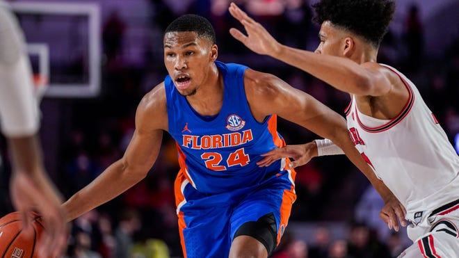 Former Florida standout Kerry Blackshear Jr. signs with team in Israel.