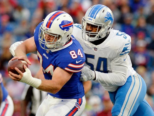 Detroit Lions' Steve Longa tackles Buffalo Bills' Nick