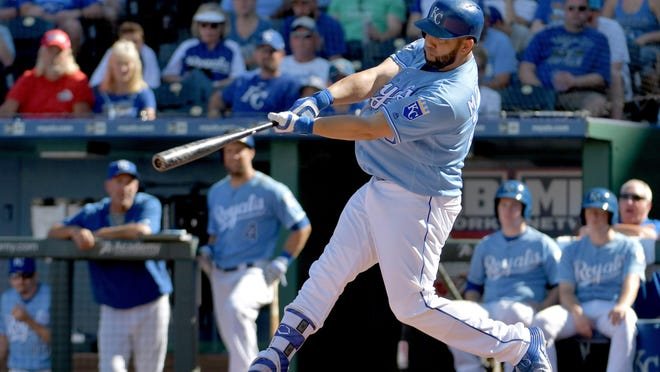 Royals designated hitter Kendrys Morales (25) hits a two-run home run in the 6th inning against the White Sox.