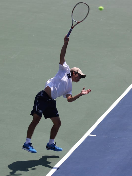 BUR 0526 midd tennis