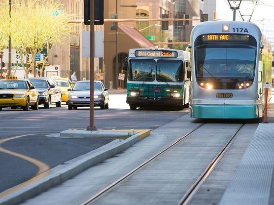 Pese a los reclamos, la Ciudad de Phoenix avanza en el proyecto de extensión del tren ligero hacia Sur Phoenix.
