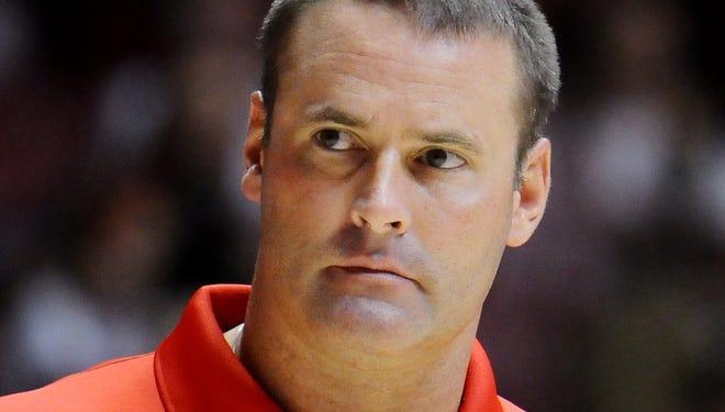 Pat Knight coaching at Lamar.