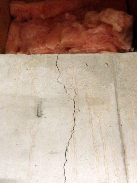 Important wall crack Or not.jpg