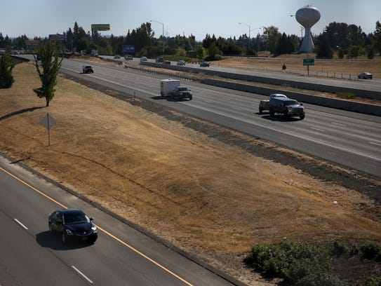 Interstate 5, looking south, near Salem Parkway on