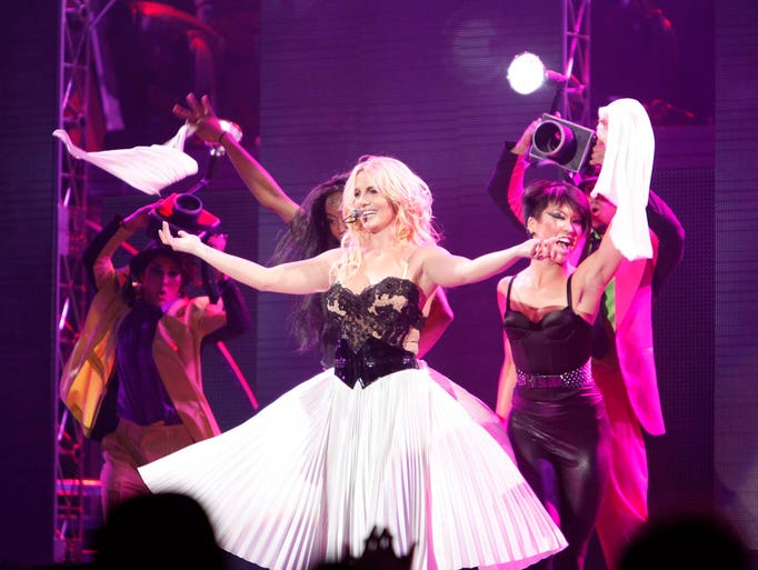 Britney Spears Femme Fatale Tour, Britney Spears performs