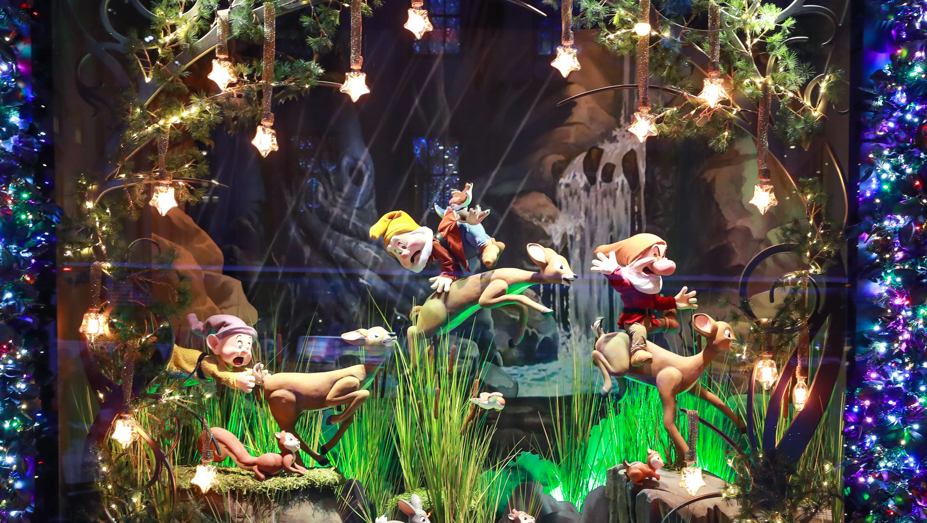 NYC holiday windows 2017 What to see