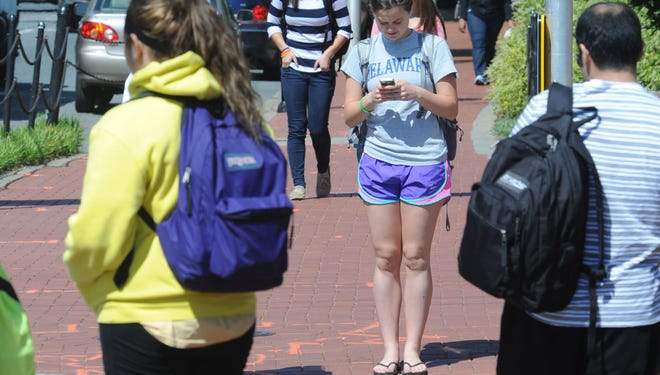 Texting while walking can be dangerous, new research confirms.