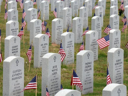 635607996573541356-cemetery