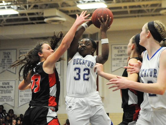 Stephen Decatur's Dayona Godwin drives to the basket during 3A East Regional Championships in Berlin.
