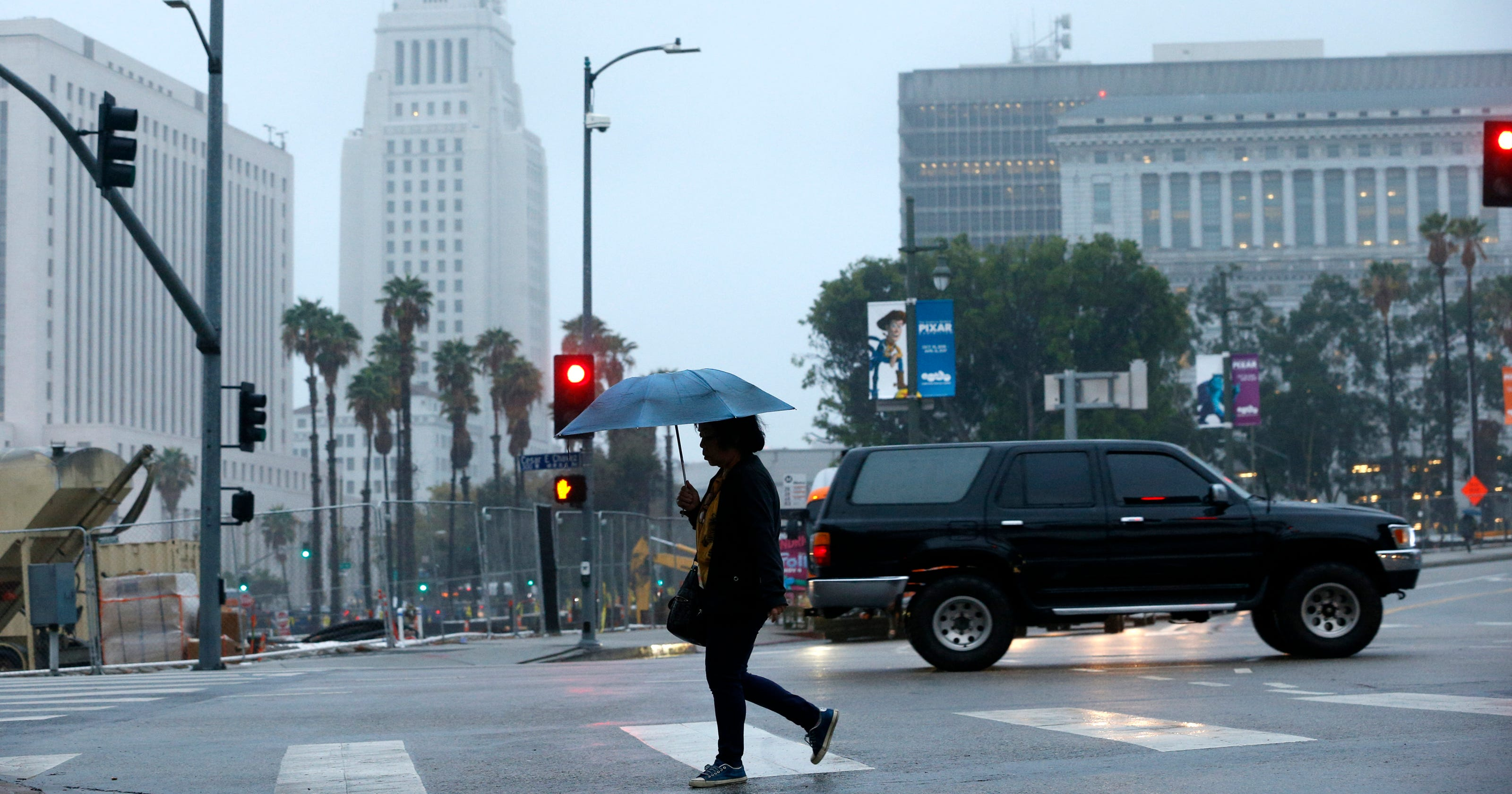 It's raining in Los Angeles and people are losing their minds
