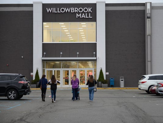 Black Friday shoppers at Willowbrook Mall and Woodland Park Best Buy
