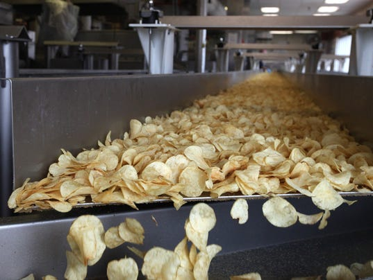 how potato chips are made The potatoes are fried in either corn oil, cottonseed oil, or a blend of vegetable oils an ant oxidizing agent is added to the oil to prevent rancidity to further insure purification, the oil is passed through a filtration system daily.
