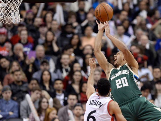 636220725553301372-AP-Bucks-Raptors-Basketball.jpg