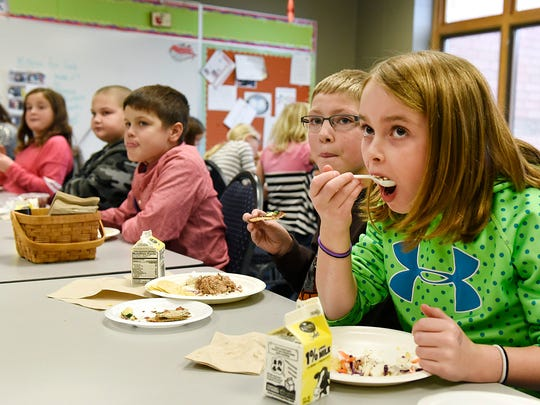Monticello fourth-graders try Ava Nebben's pizza and