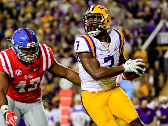 LSU Tigers running back Leonard Fournette (7) catches