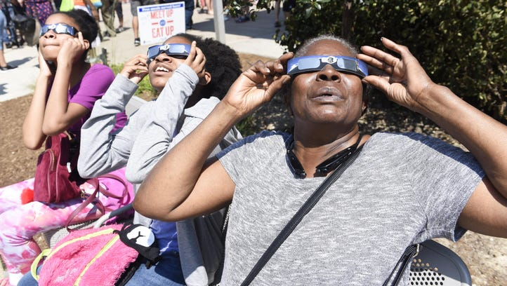Eclipse has Detroit area sungazers beaming