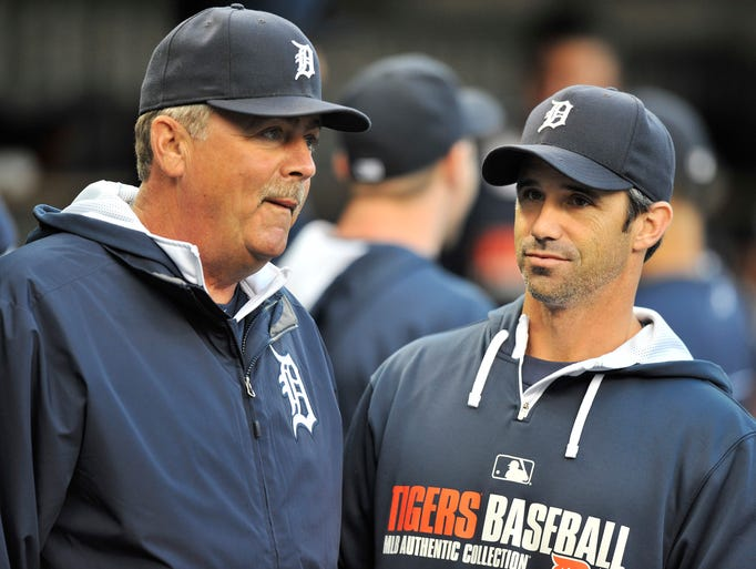 Tigers pitching coach Jeff Jones, left, and manager Brad Ausmus talk at the start of the game.