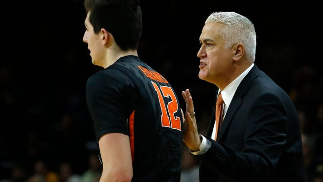 Oregon State's head coach Wayne Tinkle talks with player Drew Eubanks during the first half of an NCAA college basketball game against Colorado, in Boulder, Colo., Wednesday, Jan. 13, 2016.
