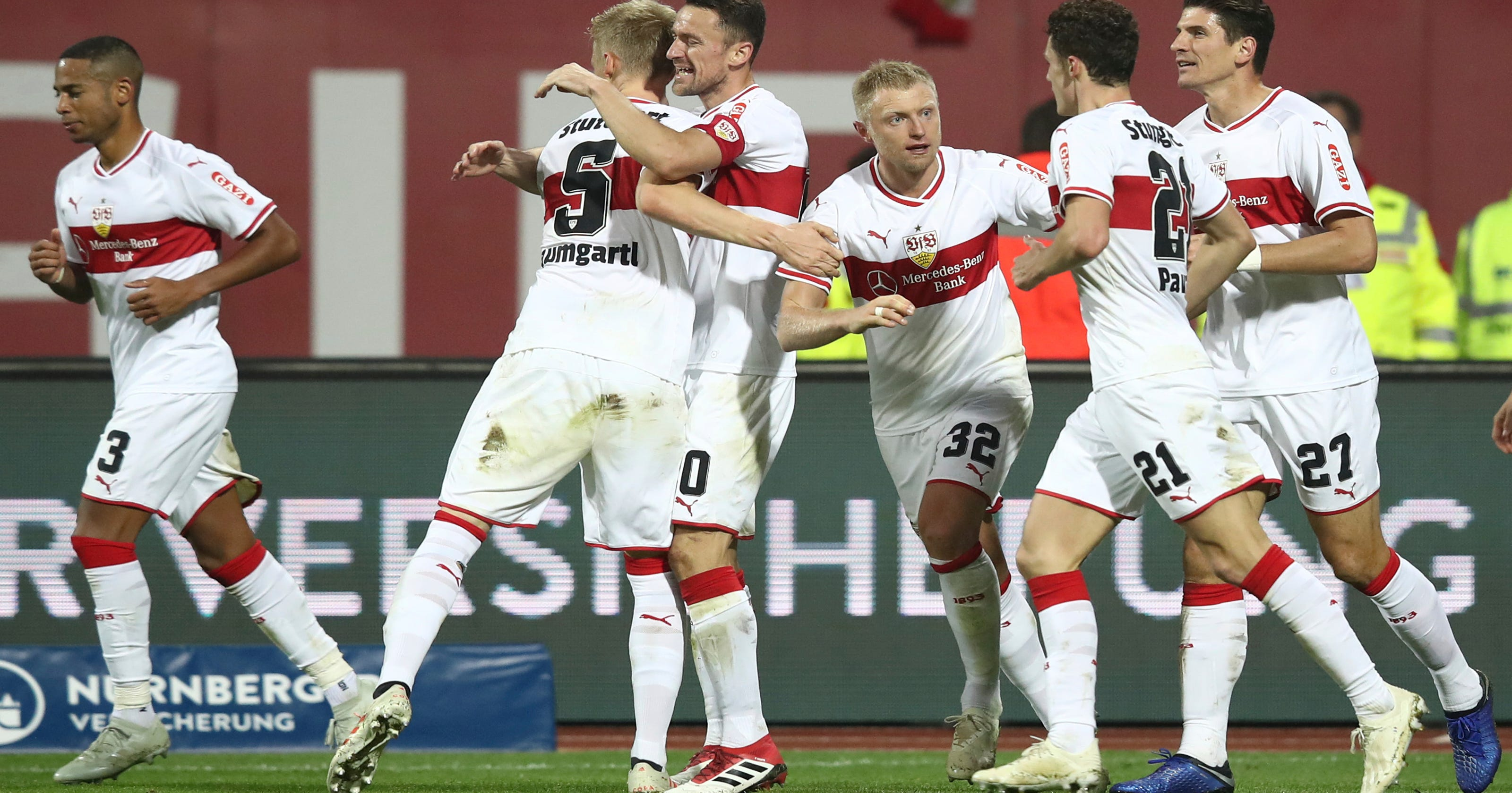 Dortmund comes from behind to beat Bayern 3-2, move 7 ahead