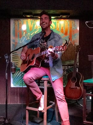 Jake Owen performs an impromtu set March 8, 2016, at the Riverside Cafe in Vero Beach.