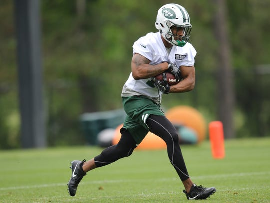 Trenton Cannon runs with the ball in Florham Park,