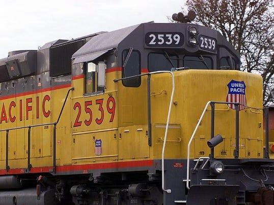 SAL0313- PERISCOPE-TRAINS
