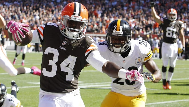 Oct 12, 2014; Cleveland, OH, USA; Cleveland Browns running back Isaiah Crowell (34) scores a touchdown in front of Pittsburgh Steelers cornerback Cortez Allen (28) during the second quarter at FirstEnergy Stadium. Mandatory Credit: Ron Schwane-USA TODAY Sports