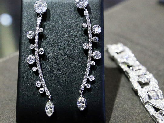This pair of diamond earrings from the Diamond Vine