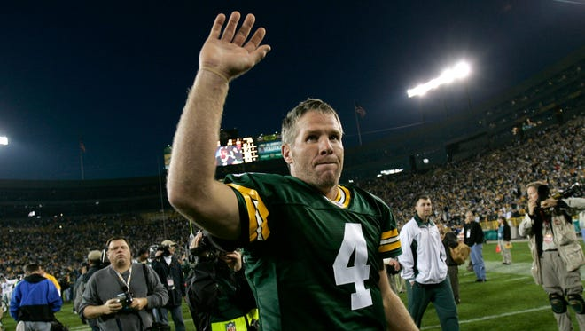 Green Bay Packers quarterback Brett Favre waves to the Lambeau Field crowd after defeating the Dallas Cowboys on Oct. 24, 2004.