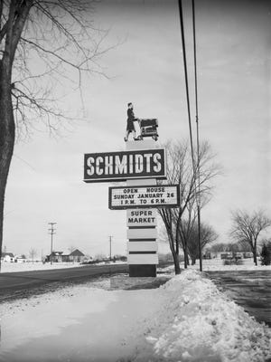The Schmidts sign with the shopping cart lady in January 1958.