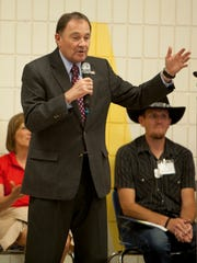 Gov. Gary Herbert and local officials visit La Verkin Elementary School to encourage reading Thursday, May 12, 2016.