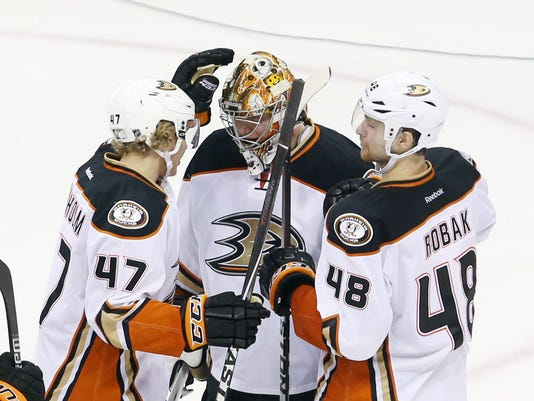 USP NHL: ANAHEIM DUCKS AT WINNIPEG JETS S HKN CAN MA