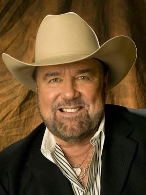 Johnny Lee is bringing his collection of classic country and new songs to Carl's Country in Prattville on Saturday.